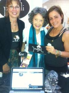 Do you know the pretty lady in the middle! Tao Porchon Lynch, supporting Prajjali